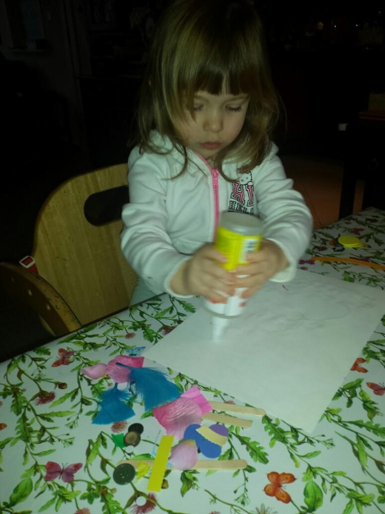 vrije expressie 3d schilderij meisje stopt lijm op papier