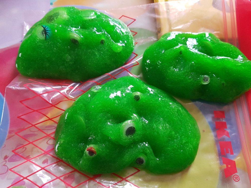 monsters groen en glibberig