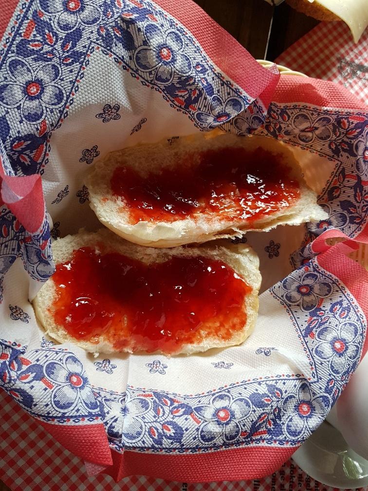 broodje met jam