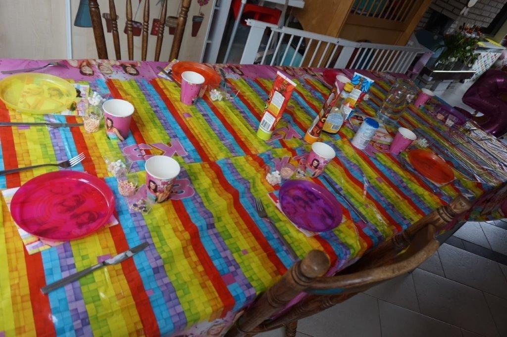 tafel gedekt kinderfeestje