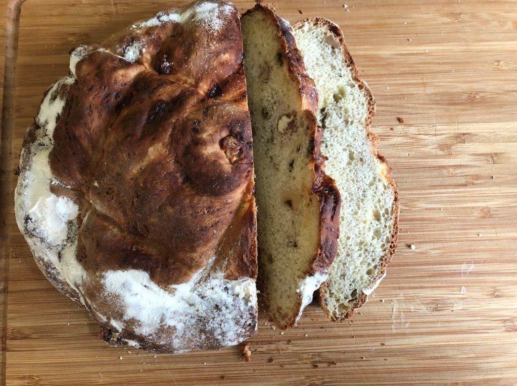 walnotenbrood met blauwe kaas en honing