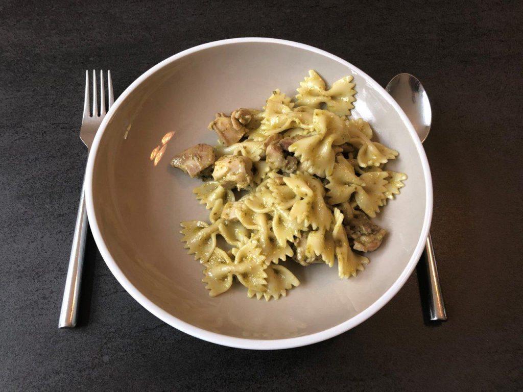 pasta met pesto en kip eetsmakelijk