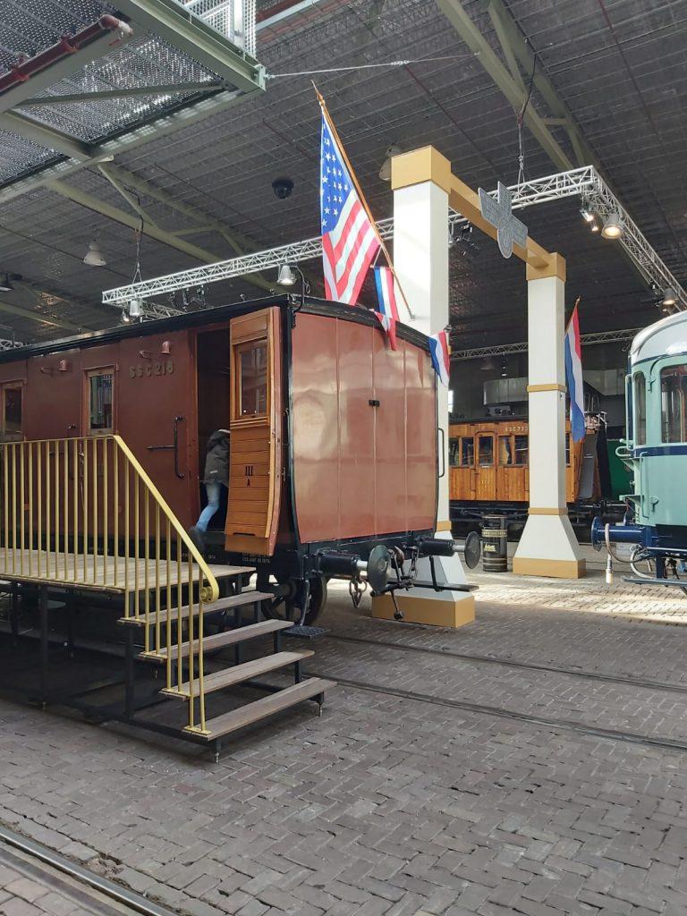 spoorwegmuseum perron met oude trein