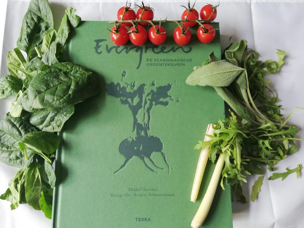Evergreen de Scandinavische groentekeuken bijzonder kookboek van Mikkel Karstad over de liefde van groenten. Een receptenboek met prachtige foto's