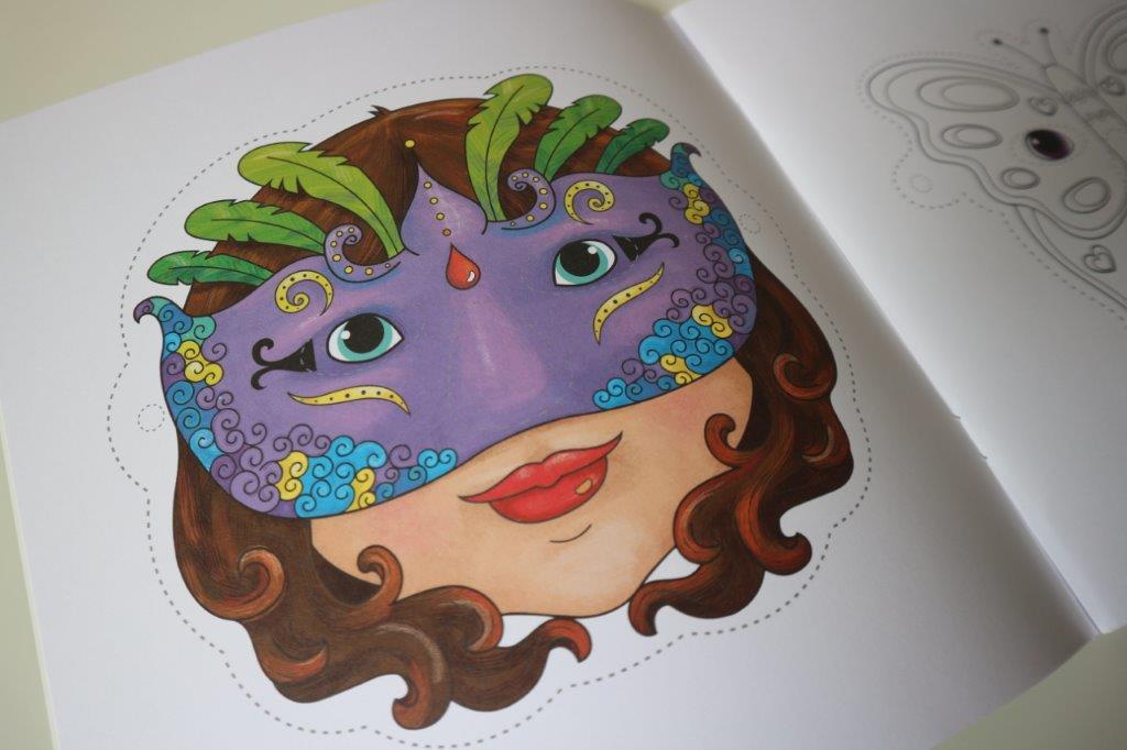 Ik kleur maskers een boek met 16 maskers om zelf in te kleuren