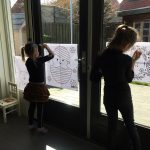 raamtekening maken thuisonderwijs homeschooling lockdownparenting