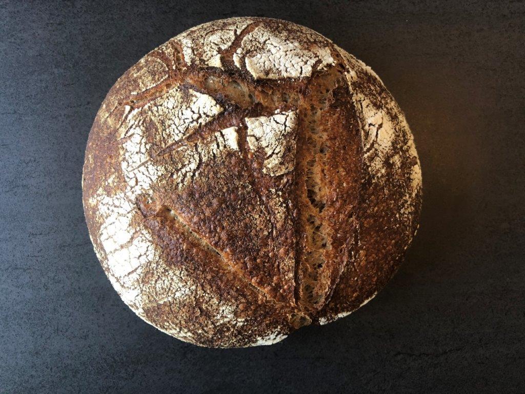 Zuurdesembrood met een starter