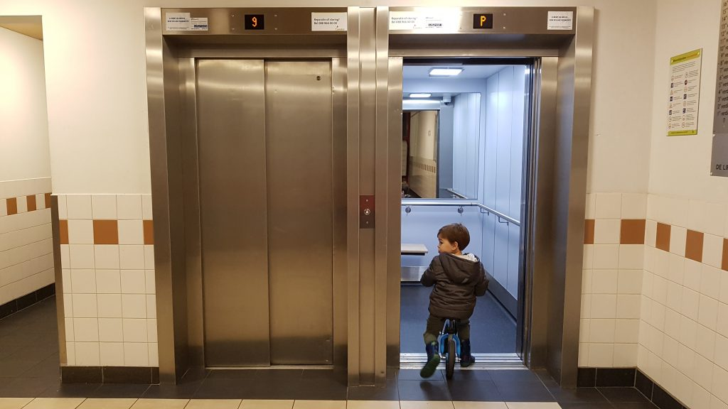 veilig de lift in met je kind