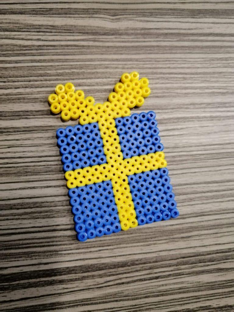 blauw pakje van strijkkralen