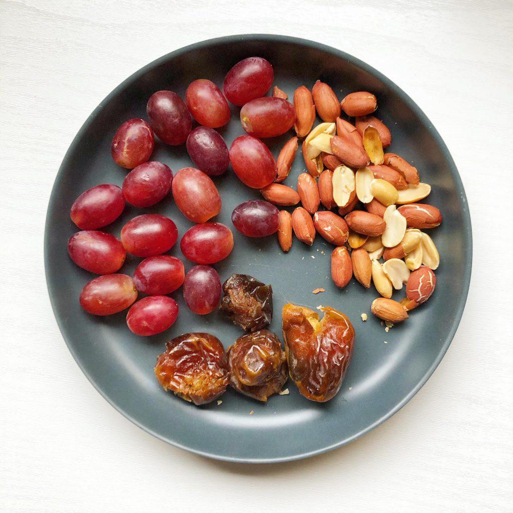 druiven pinda dadels gezond monkeyplatter