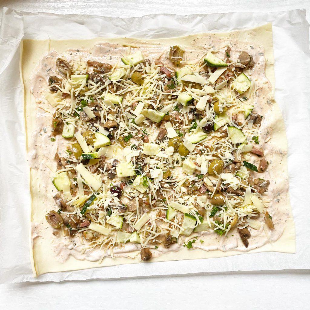 flammkuchen met knoflook champignons