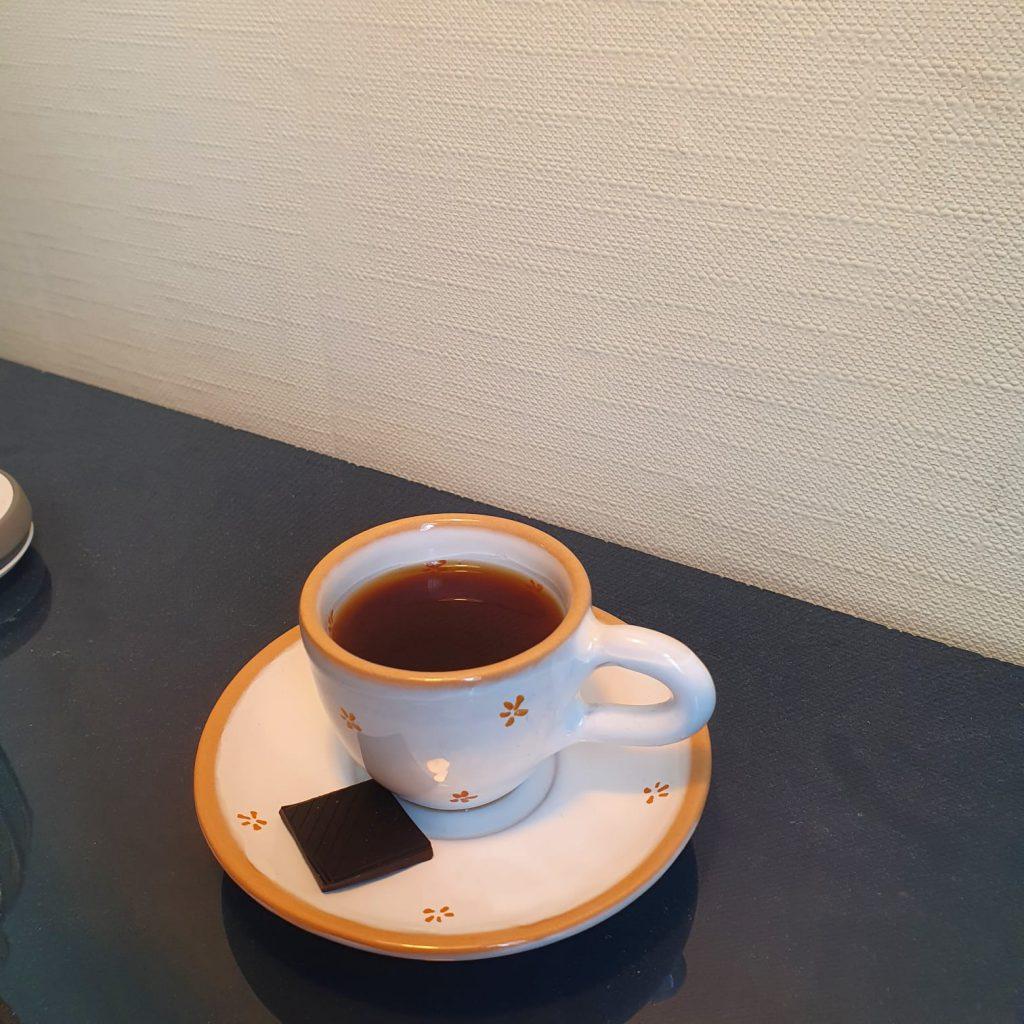 versgebrande koffie en chocolade