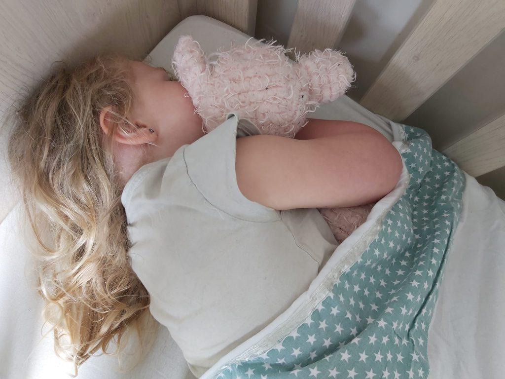 Nachtzindelijk trainen van een kind